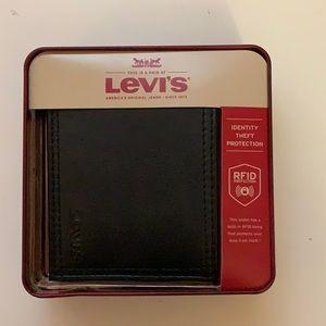 *NEW* Men's Levi's Wallet in Dark Brown Leather